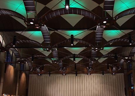 Wolfson Dining Hall, St Edmund Hall, Oxford. Lighting Design: dpa lighting consultants Architect: GBS Architects, Oxford Photography: dpa lighting consultants